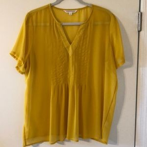 Beautiful yellow DownEast blouse